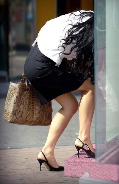タイトスカートはいた女性の画像 [無断転載禁止]©bbspink.comYouTube動画>4本 ->画像>5394枚