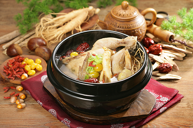 top-best-korean-foods-you-must-try-delicious-food-ever-korean-cuisine-tinoshare.com-blogowebgo.com Samgyetang (삼계탕)