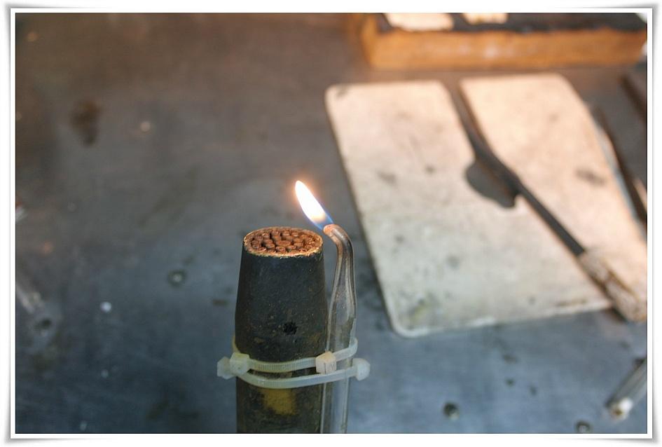 유리관에 불을 붙인 모습